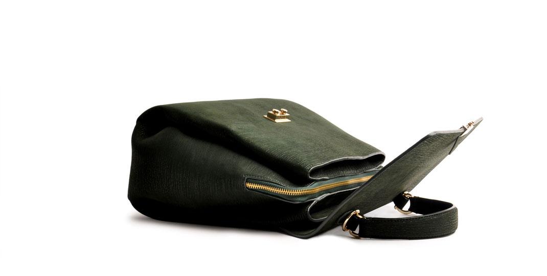 Online-Shop OWA Tracht  exklusive  Trachtentasche CLOE versandkostenfrei kaufen. grün. Hochwertiges Rindleder. Handlebag . Shoulderbag . Minibag . Detailansicht offen