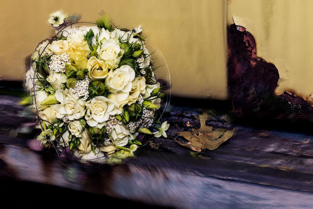 Brautstrauß, gelb, auf Rost