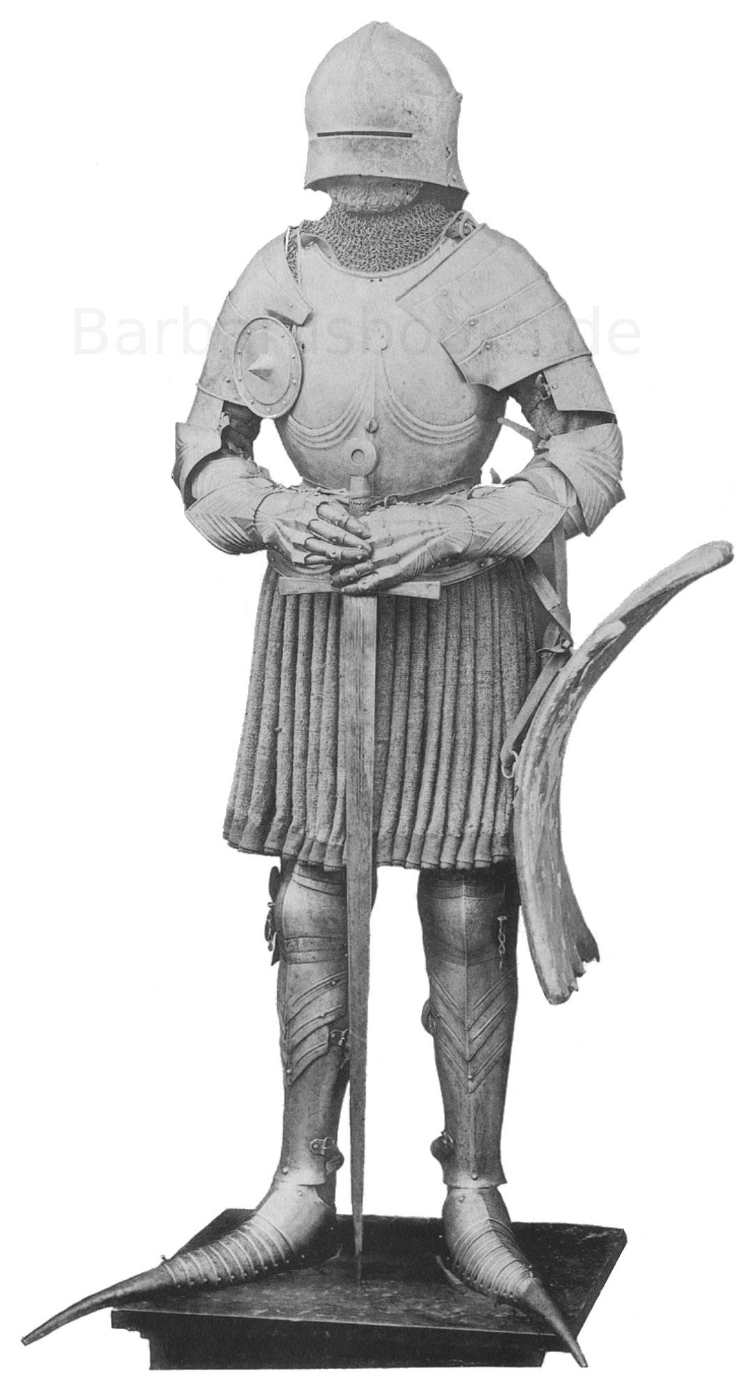 Deutsche Ritterrüstung aus dem Mittelalter Gotik