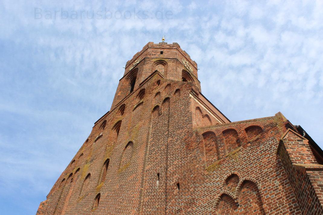 Blick zum Kirchturm der alles überragenden St.-Marien-Kirche
