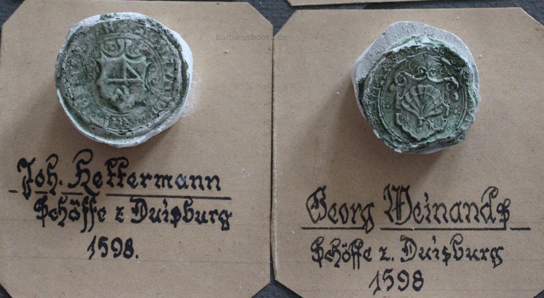 Zwei Schöffensiegel von 1598. Die hier abgebildete Sammlung von Gipsabdrücken stammt mit freundlicher Genehmigung eines Duisburger Sammlers.