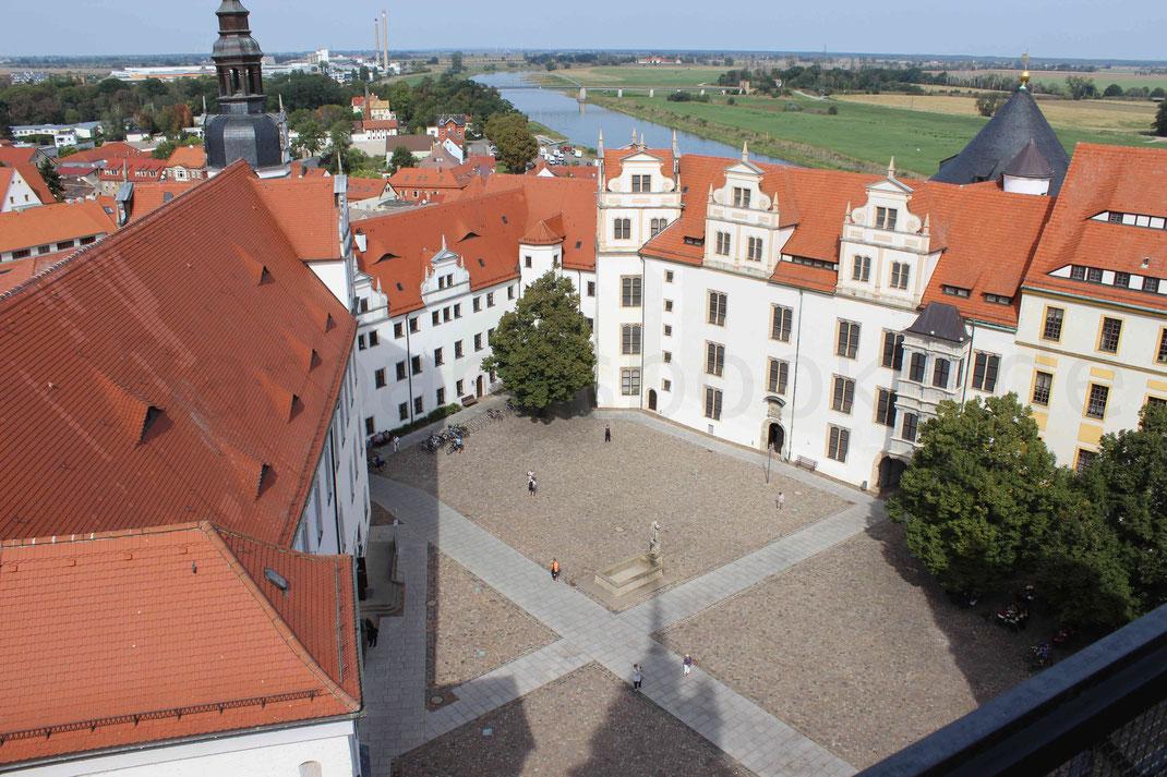 Blick auf den Schlosshof vom Aussichtsturm (Kosten 1,- EUR)