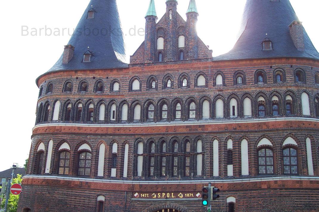 Detailaufnahme des Hostentors in Lübeck