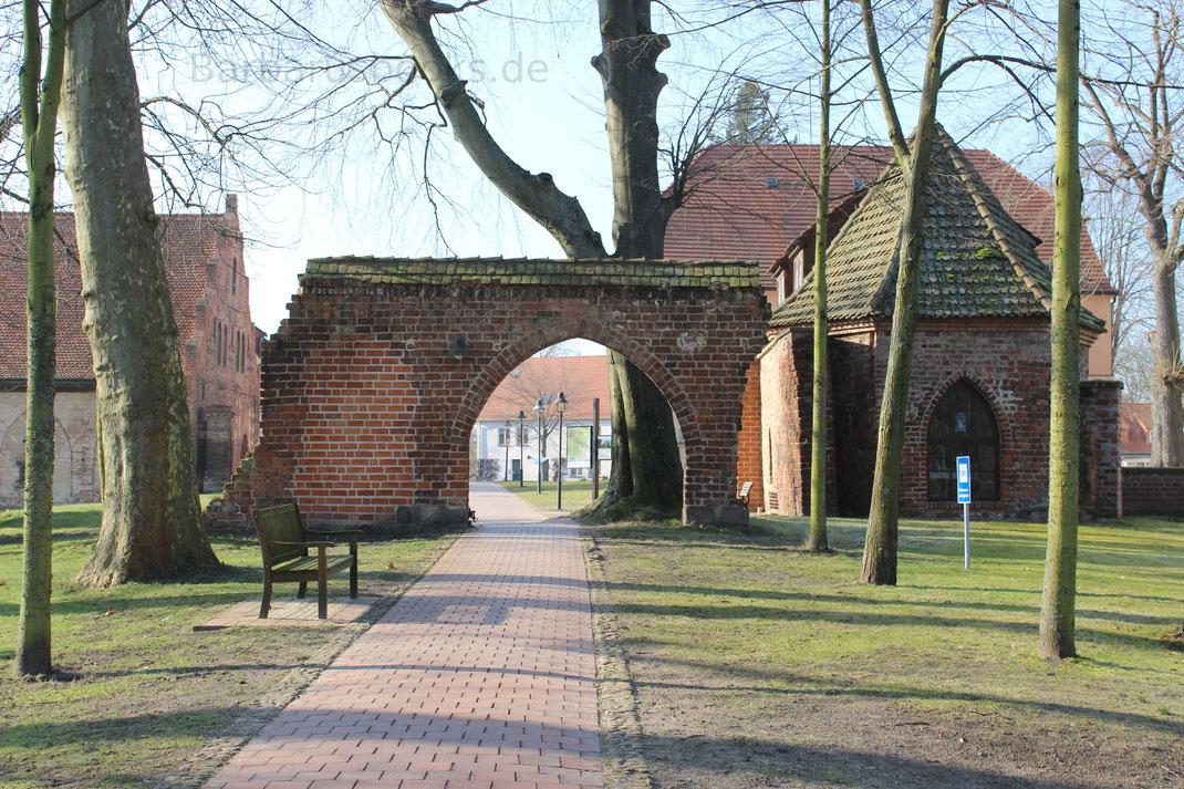 Klostermauer Eingang Lehnin bei Brandenburg Stadt