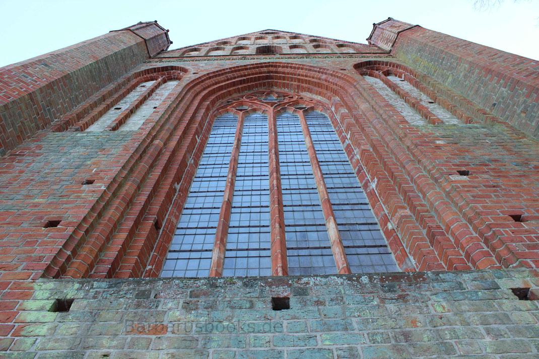 Fensterfront Kloster Chorin Kirchenschiff