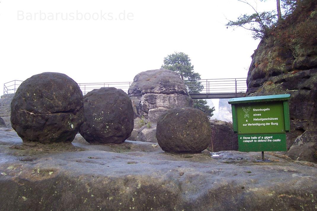Steinkugeln Katapult zur Burgverteidigung