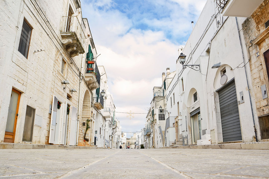"""Cisternino is another beautiful, white town. It has an active evening """"passegiata"""" where residents go out and meet for a chat. There are lots of Cafés and restaurants and a meat market where you go and choose and they roast it for you while you wait."""