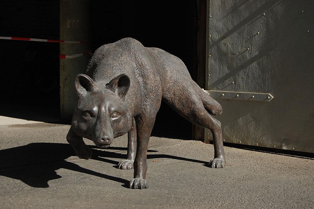 TIerplastik 'Wolf' // Skulptur: Deike Heeren // Polysterol, Spachtel, Acryl, H 70 cm