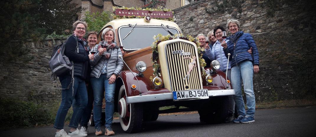 fahren Sie mit dem Oldtimer Kleinbus durch das Ahrtal und erleben Sie bei einer Weinprobe mit Weinkellerbesichtigungen eine beeindruckende Zeit an der Ahr.