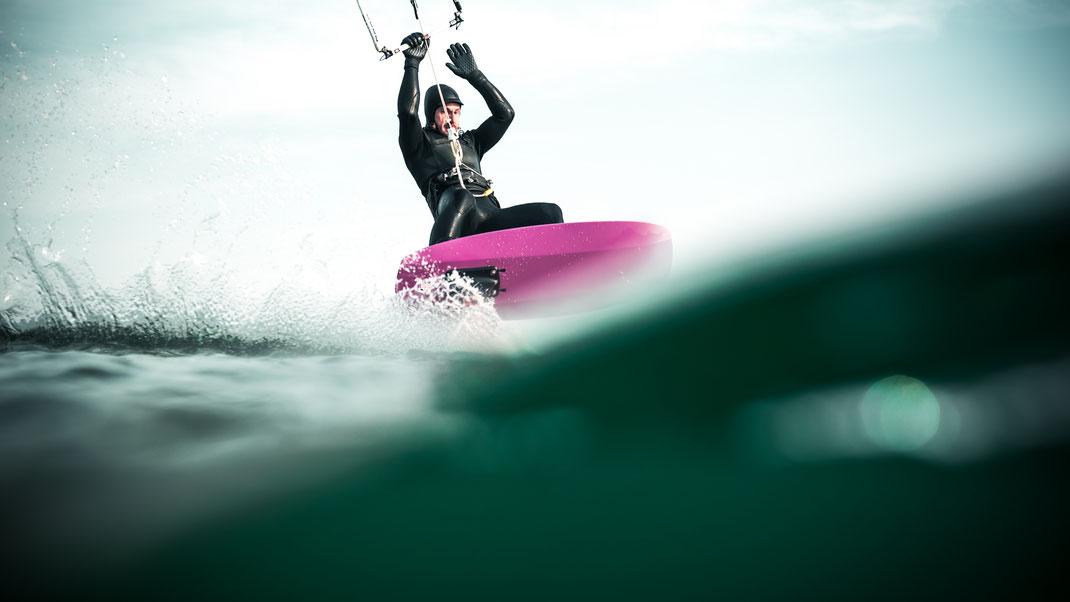 Tinografie, Surf, Surfen, Wasser, Hamburg, Surf-Fotograf, Unterwasser, Meer, Fotograf, Kiel, Lübeck, Wassersport, Surfboard, Brett, Arbo, Kite, Kiten, Foil