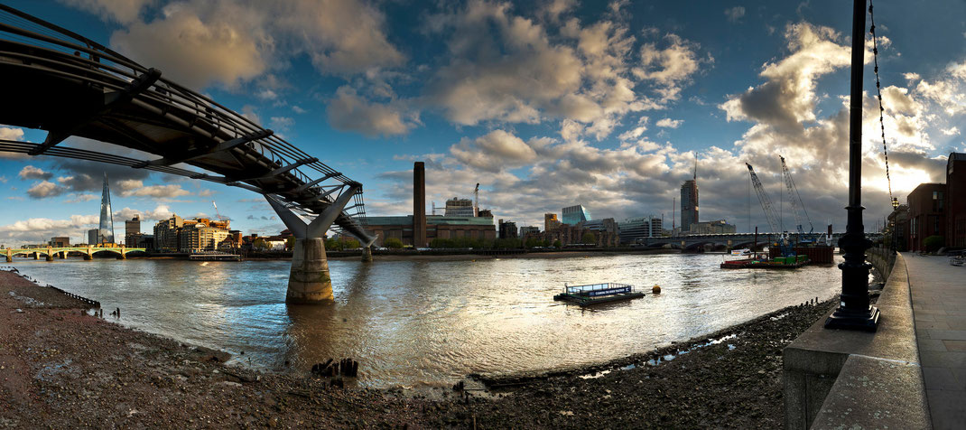 London Calendar 2016, London panorama, Millennium Bridge and Tate Modern