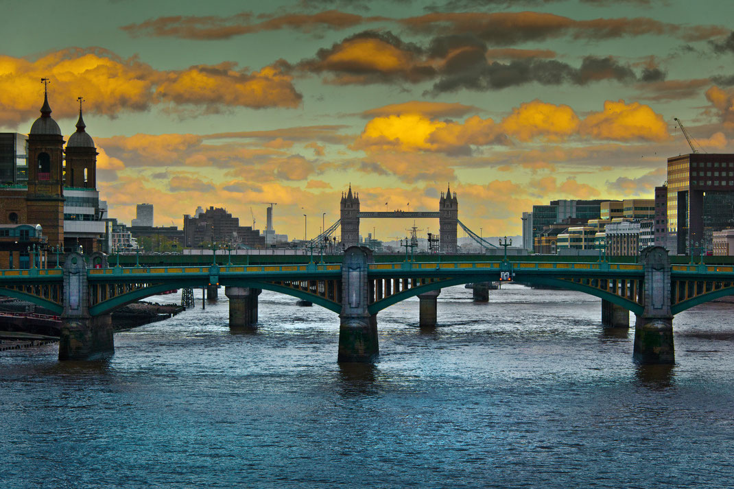 London Calendar 2016, London, River Thames, Tower Bridge
