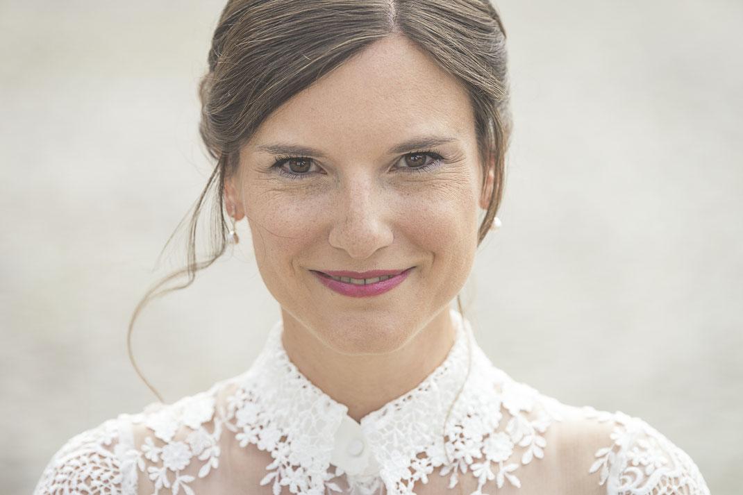Schönes Brautbild in spitzenbesetztem Brautkleid in Norderstedt