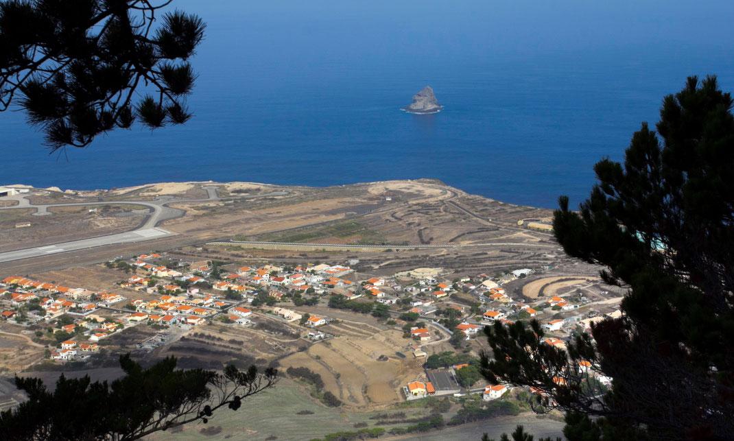 Nuo Pico Castelo kalvos Porto Santo saloje į piratų laivus skriedavo patrankų sviediniai