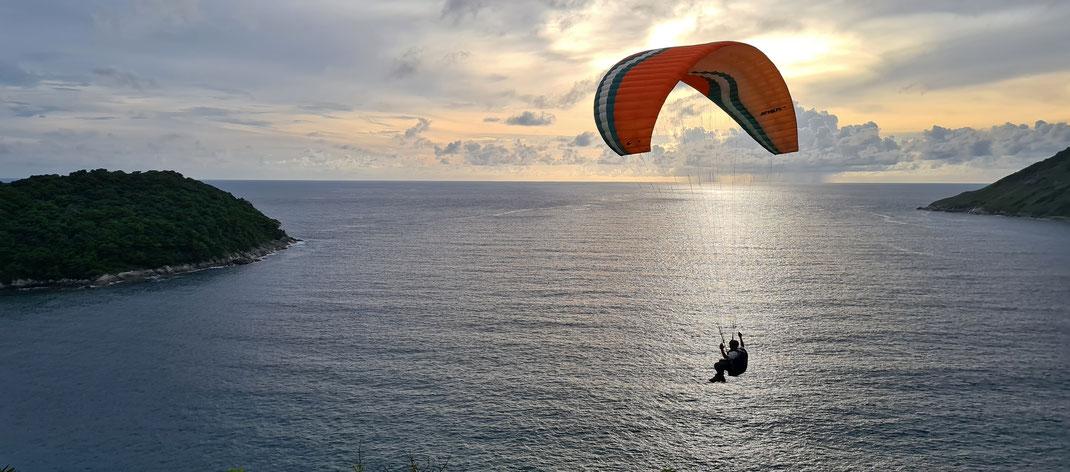 Parasparnis viename iš šimtų Phuketo paplūdimių