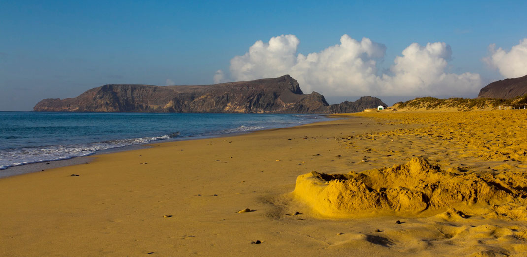 Beveik visą rytinį Porto Santo krantą užima 9 km ilgio paplūdimys / Foto: Kristina Stalnionytė