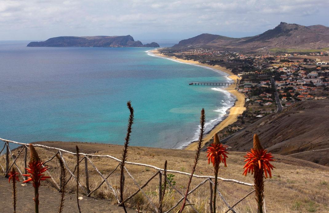 Nuo Portelos kalvos matyti visas Porto Santo paplūdimys