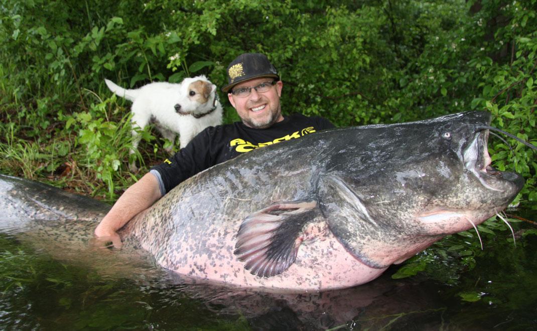 Ausnahmefisch bringt 247 cm auf das Maßband