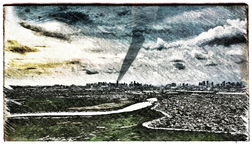 Tornado over Manila, August 14th 2016, by Chili Gallei