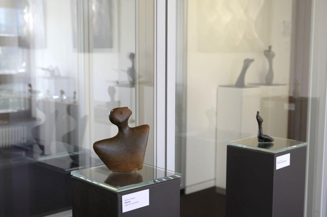 Atlantis und Erinnerung an Ägypten, hier jeweils als Stein