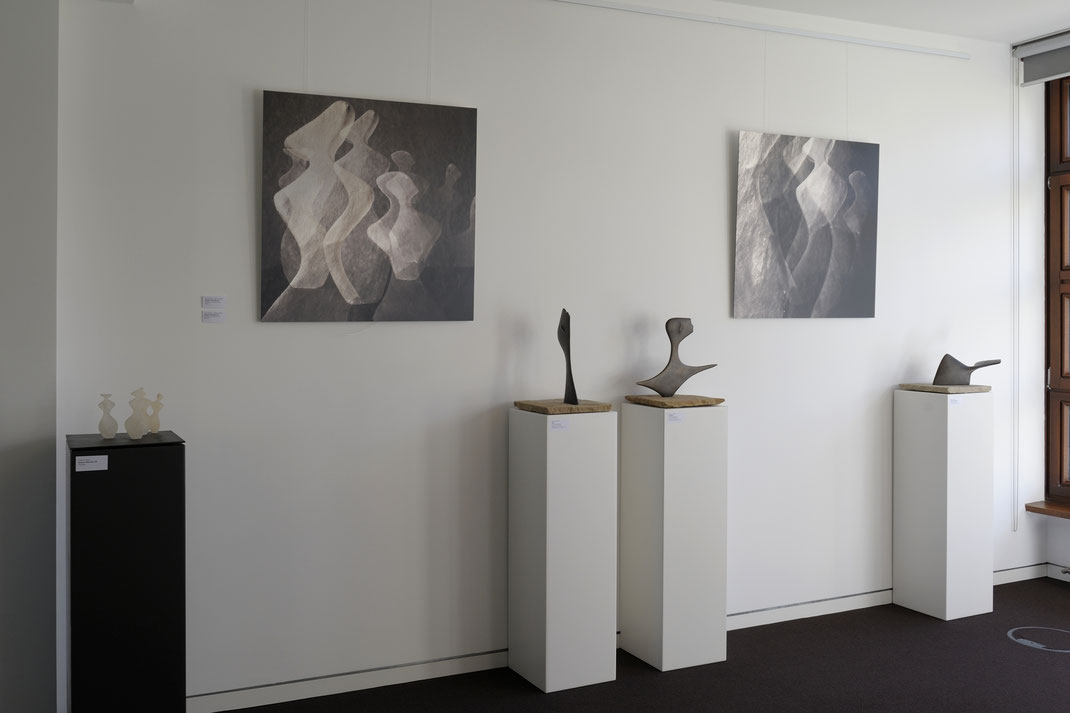 links: Bonjour Monsieur M., in der Mitte: Nein und Im Wind / Bronzen / beide für Walter Benjamin