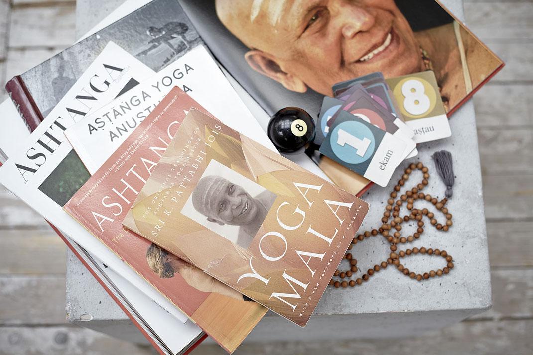 Literatur über Ashtanga, Yoga Māla, Pattabhi Jois, Sharath Jois