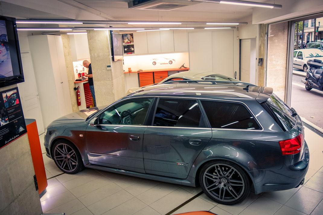 Remplacement des haut-parleurs d'origine par un kit Focal Utopia et installation d'un CarPlay Pioneer sur une Audi RS4