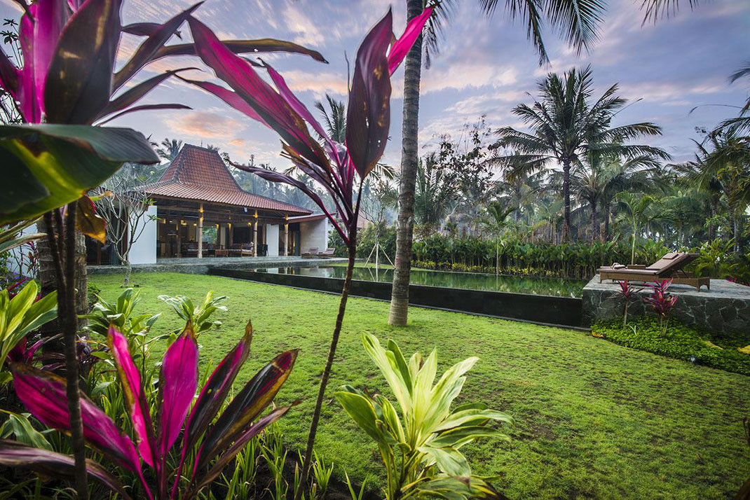 West Bali private beachfront villa for rent by owner. Melaya villa for rent by owner