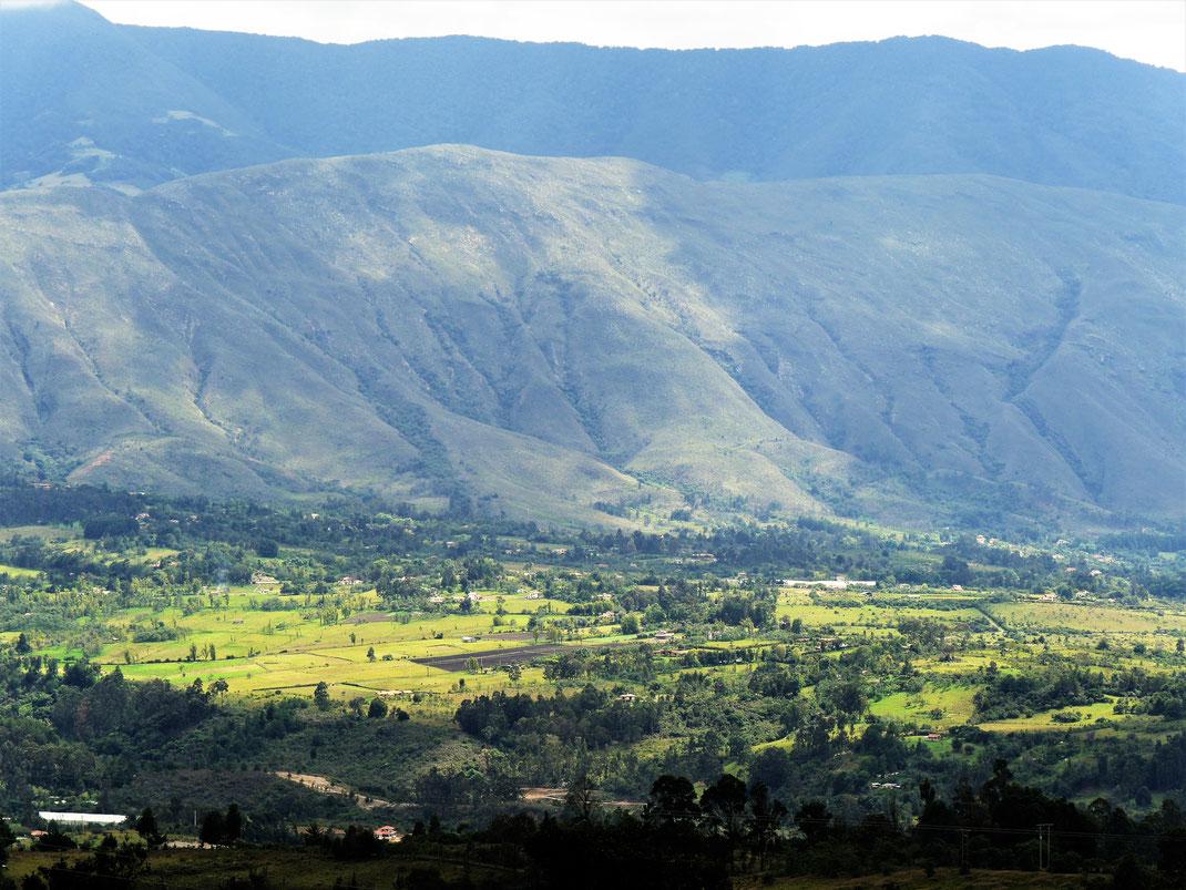 Aus den Bergen bei Gachantivá hat man fabelhafte Aussicht auf den Iguaque Nationalpark bei Villa de Leyva, Kolumbien (Foto Jörg Schwarz)
