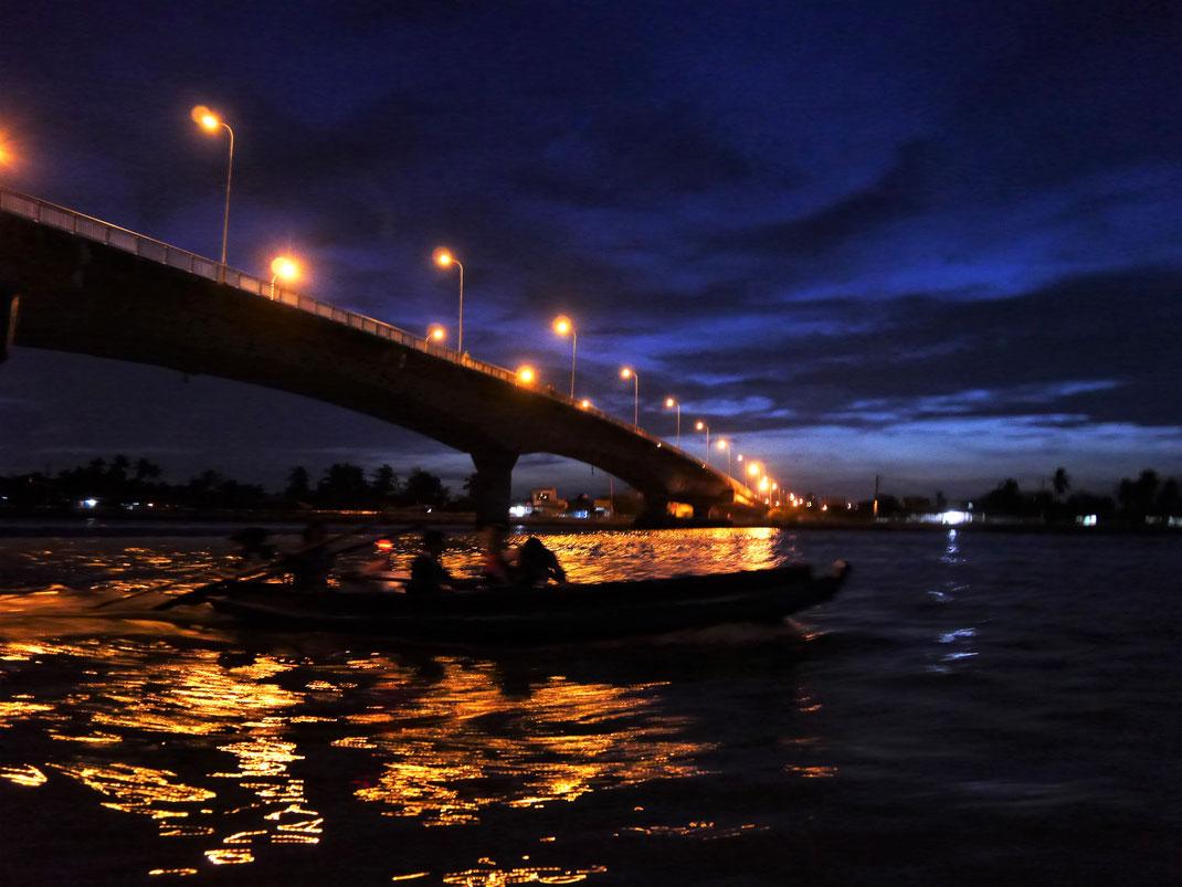 Frühmorgens auf dem Weg zu den Schwimmenden Märkten... Can Tho, Vietnam (Foto Jörg Schwarz)