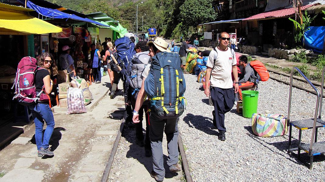 Hidroelectrica ist ein mehr als provisorischer Bahnhof - von hier noch gut 2 Stunden Walk, Hidroelectrica, Peru (Foto Jörg Schwarz)