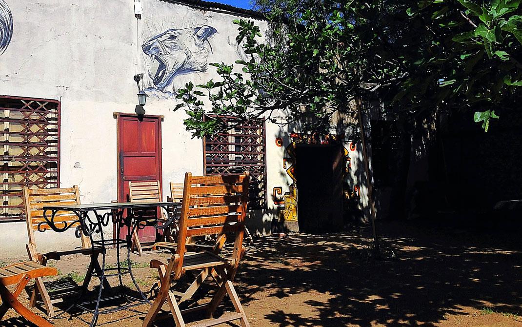 Nur eine der schönen und chilligen Gartenecken unseres Hostels, Cochabamba, Bolivien (Foto Jörg Schwarz)