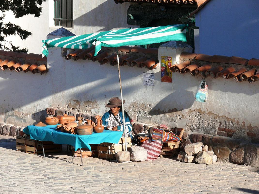 Einheimische verkaufen indigene Produkte, Humahuaca (Foto Jörg Schwarz)