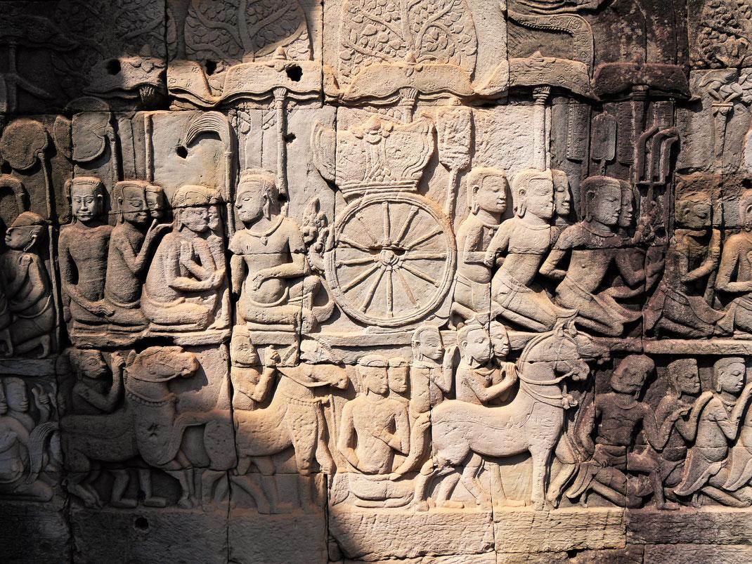Wirklich gut erhaltene Reliefs an den Außenmauern des Bayon, Kambodscha (Foto Jörg Schwarz)