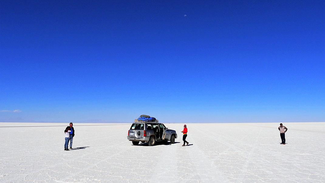 Schneeweiße Fläche wohin das Auge blickt... Salar de Uyuni, Bolivien (Foto Jörg Schwarz)