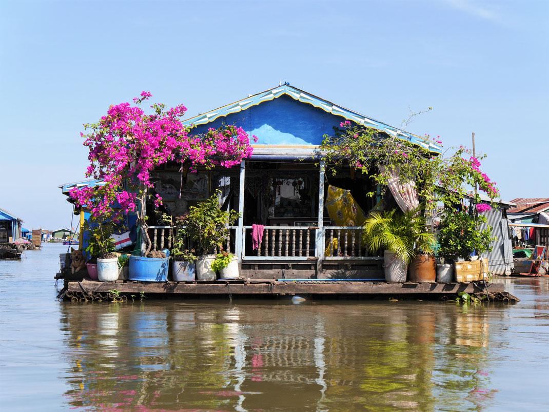 Sieht toll aus - ich will auch so ein Haus! Am Müggelsee! Kompong Chhnang, Kambodscha (Foto Jörg Schwarz)