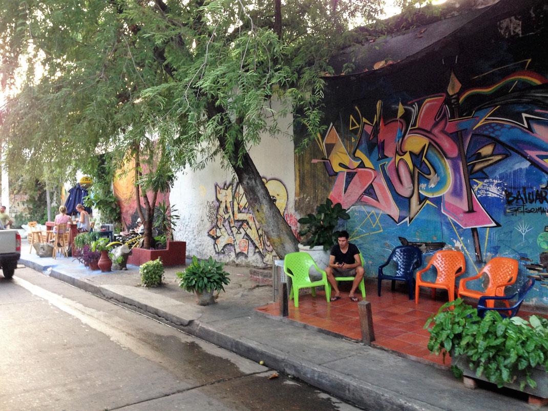 In Cartagena paaren sich chillige Cafés mit Streetart... Cartagena, Kolumbien (Foto Jörg Schwarz)