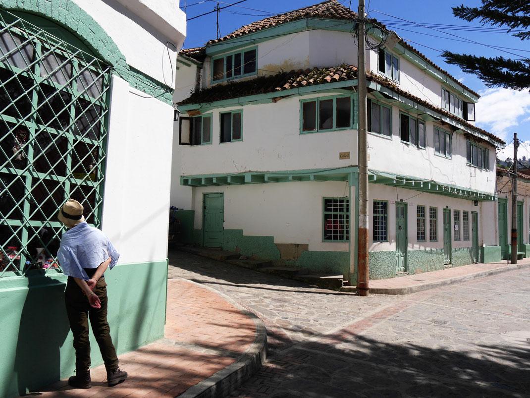Eine ganze koloniale Stadt in Minzgrün und Weiß... El Cocuy, Kolumbien (Foto Jörg Schwarz)