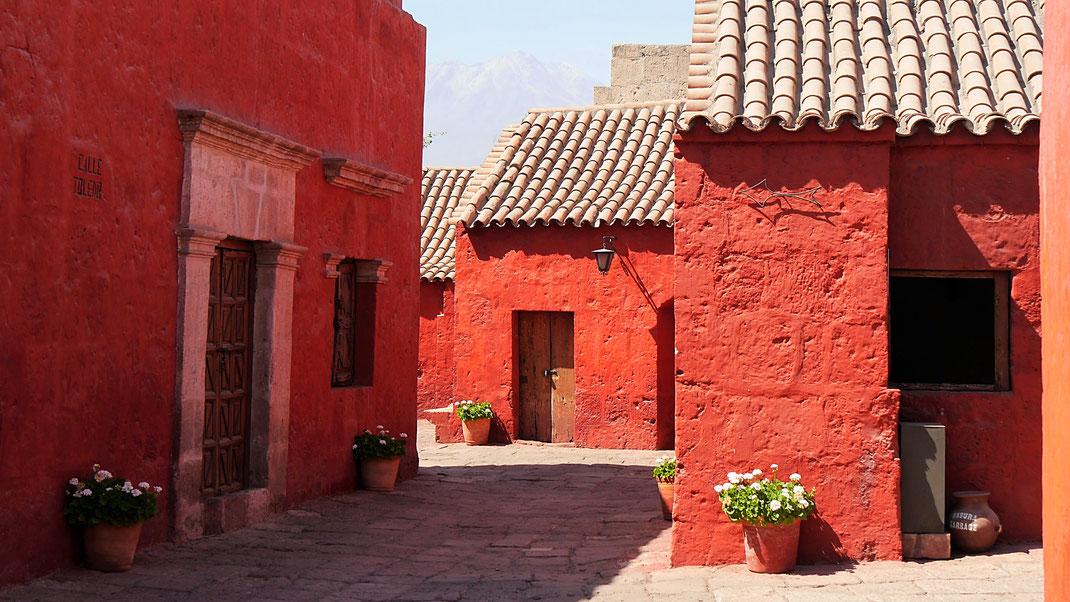 Einer der Straßenzüge mit Wohnbereichen Santa Catalina-Kloster, Arequipa, Peru (Foto Jörg Schwarz)