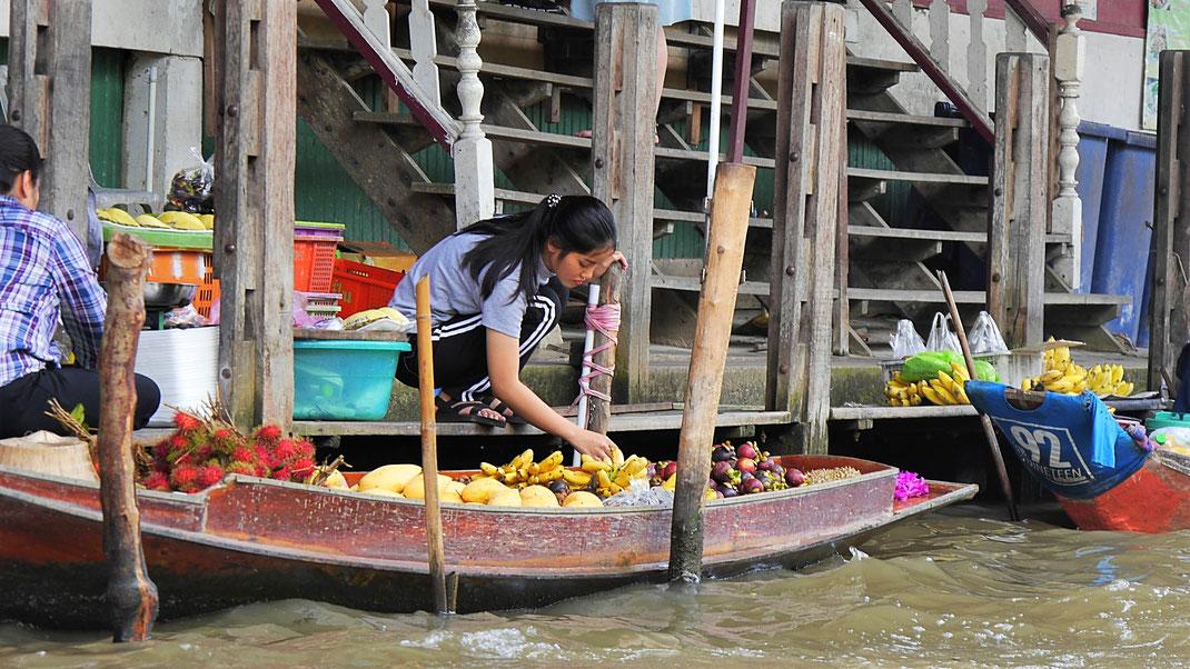 Marktgeschehen in Damnoen Saduak, Thailand (Foto Jörg Schwarz)