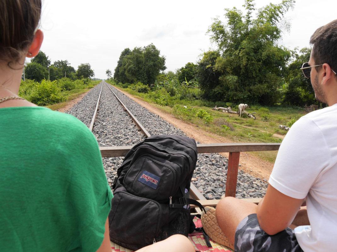 Kurz vor dem Start mit dem Bambuszug... Bei Battambang, Kambodscha (Foto Jörg Schwarz)