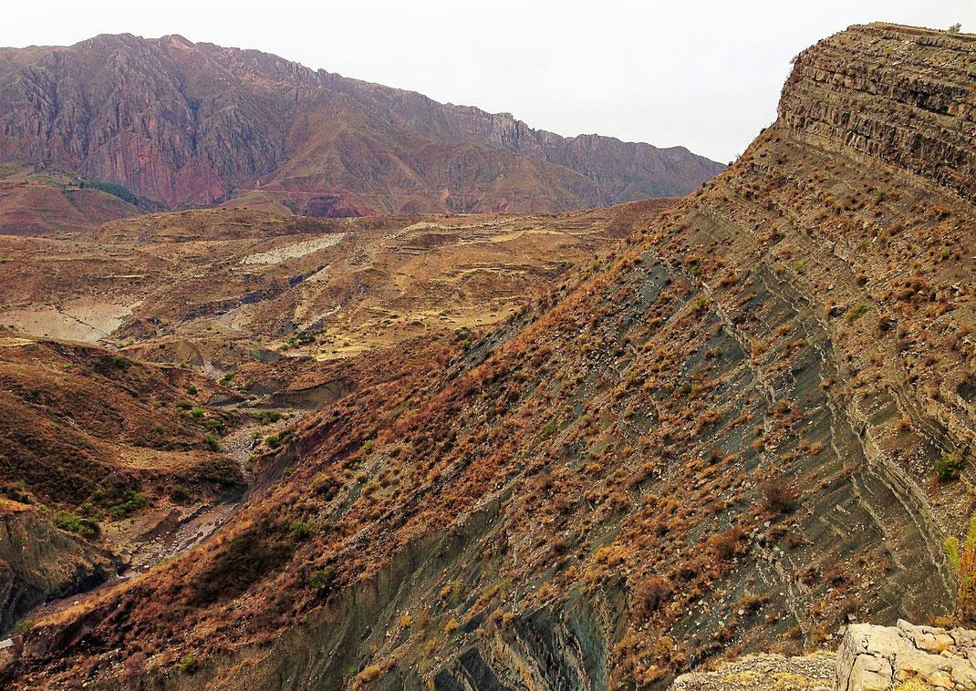 Auch am zweiten Tag begeistern die Blicke in die feuchte Landschaft... Cordillera de los Frailes, Bolivien (Foto Jörg Schwarz)