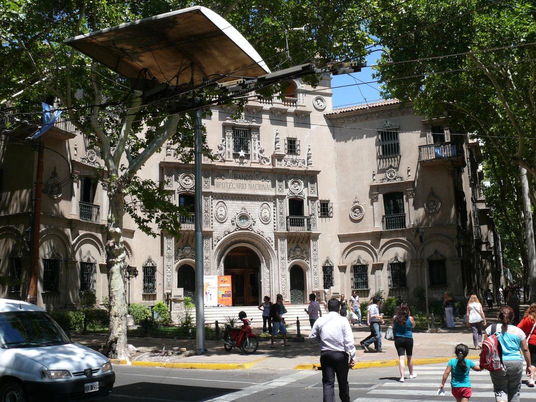 Als es Argentiniens Finanzwelt noch besser ging: Historisches Bankgebäude in der City  (Foto Jörg Schwarz)