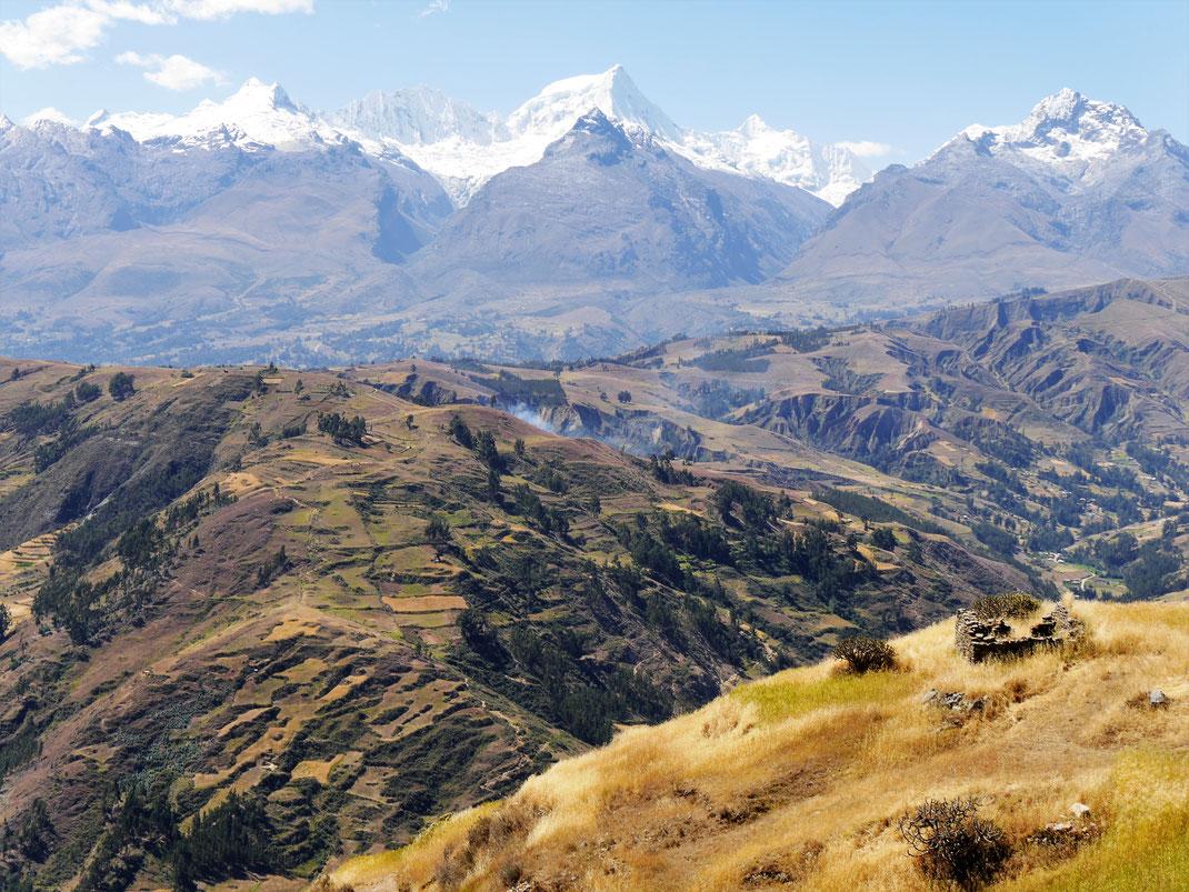 Fantastisches Trekkingareal auf dem Weg zur Laguna Wilcacocha, Peru (Foto Jörg Schwarz)