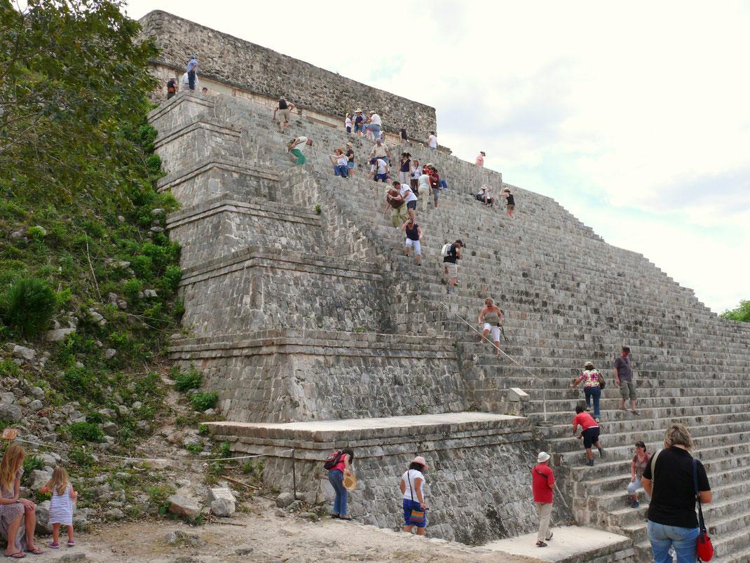 Die Gran Pirámide - Templo Mayor - ist nicht nur hoch und groß, sondern vor allem teuflisch steil - nichts für Menschen mit Höhenangst (Foto Jörg Schwarz)
