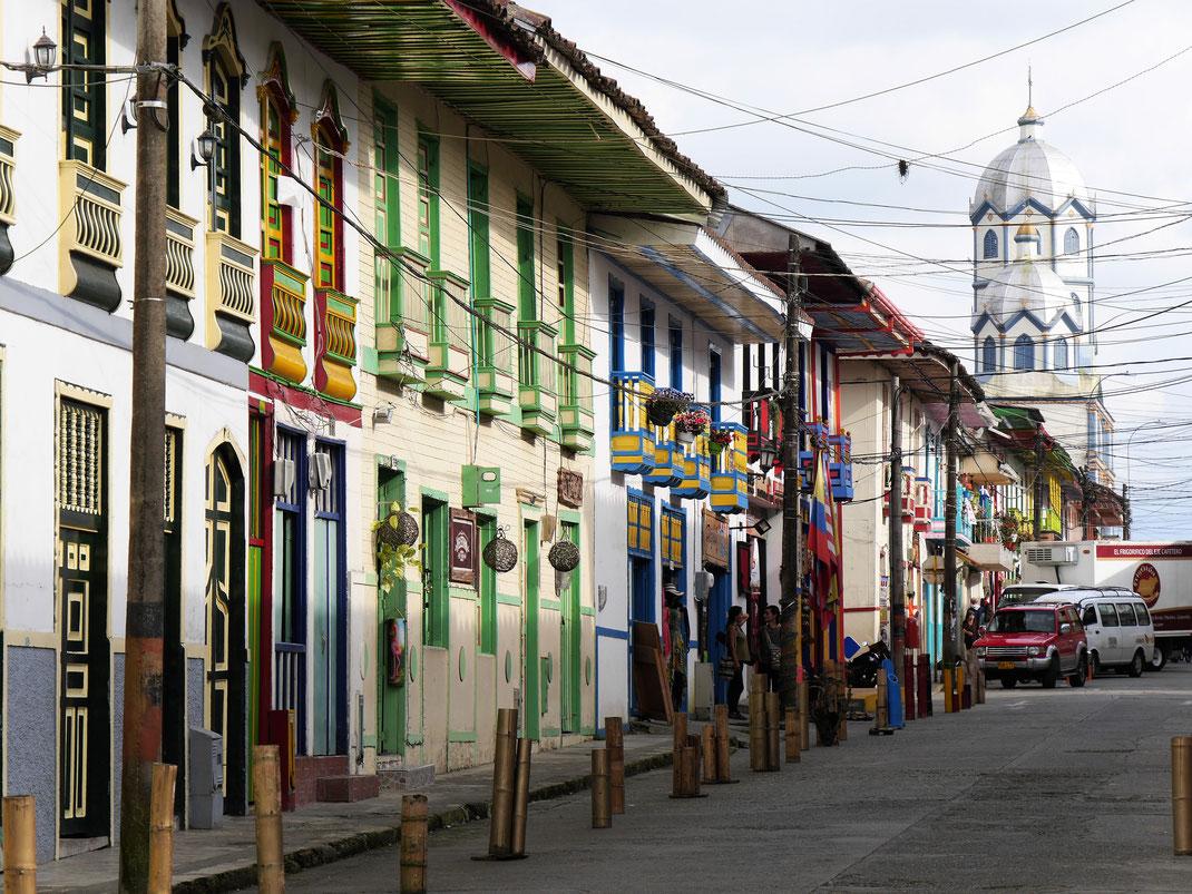 Kolonialbauten und ein kleinstädtisch-gemütliches Flair zeichnen Filandia aus - und der hiesige Kaffee... Filandia, Kolumbien (Foto Jörg Schwarz)