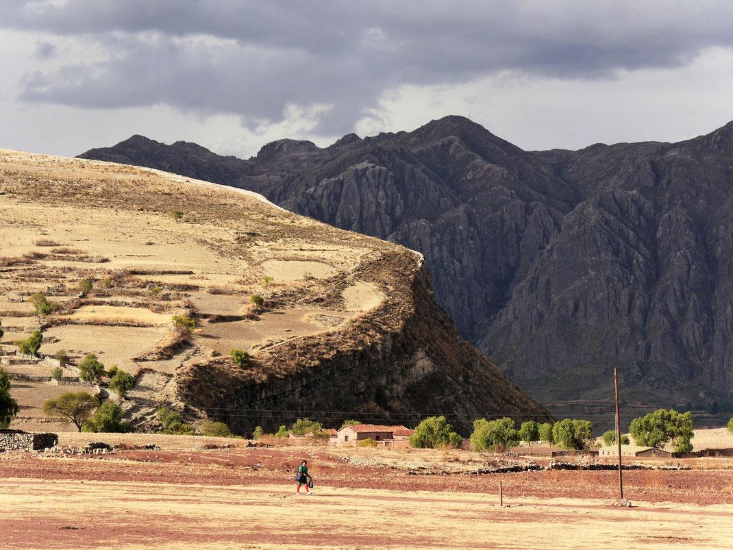 Blick heraus aus dem Crater Maragua, Cordilleras de los Frailes, Bolivien (Foto Jörg Schwarz)