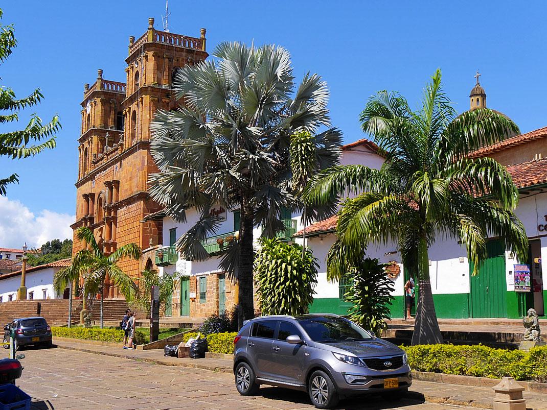 Die Kathedrale Baricharas an der zentralen Plaza - Mittelpunkt der Stadt, Barichara, Kolumbien (Foto Jörg Schwarz)