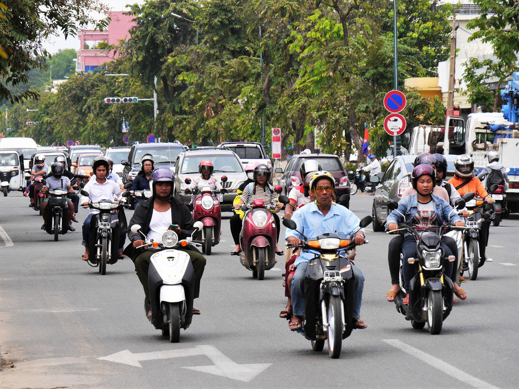 Typisches Straßenbild in der Hauptstadt Phnom Penh, Kambodscha (Foto Jörg Schwarz)