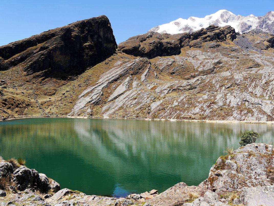Eines der zahlreichen Trekkingziele der Umgebung: Die Laguna Chillata zu Füßen des Giganten Illampu... Bei Sorata, Bolivien (Foto Jörg Schwarz)